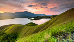 Toware, Sentani Lake (Nur Alam MN) Tags: sunset sundown sunlight sunsetglobal sunsetlovers sunlover s sunsethunter sentanilake lake sentani jayapura papua landscape