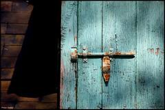 Saint Ouen en Belin (Sarthe) (gondardphilippe) Tags: saintouenenbelin sarthe maine paysdelaloire porte vert green architecture bâtiment campagne couleurs colors door extérieur graphique house maison outdoor ombre old quiet rural texture vieux zen