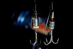 Bait with 3 hooks (dl1ydn) Tags: dl1ydn macromondays angelsport fishing hooks bait manual manuell hobby mm nahaufnahmen vintage closeup aschacht travegon 35mmf35 freizeit makro macro bokeh oldlens