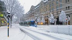 Snow in Stockholm - it is winter in the city. A tram on Hamngatan (Harbour St) (Franz Airiman) Tags: stockholm sweden scandinavia winter vinter snö snow tram spårvagn sl stockholmsspårvägar a34 bombardier flexityclassic