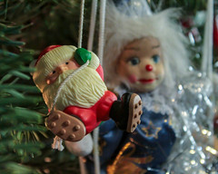 Santa Escapes the Scary Clown (dsgetch) Tags: christmas christmasdecorations christmastree santa claus santaclaus clown scaryclown christmasornament bokeh depth depthoffield dof cascadia pacificnorthwest pnw pnwlife oregon willamettevalley lanecounty eugeneoregon