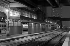 102 -1vibbwfwlcon1stpf (citatus) Tags: far east end passenger platform union station toronto canada snowy snow fall evening 2018 pentax k3 ii
