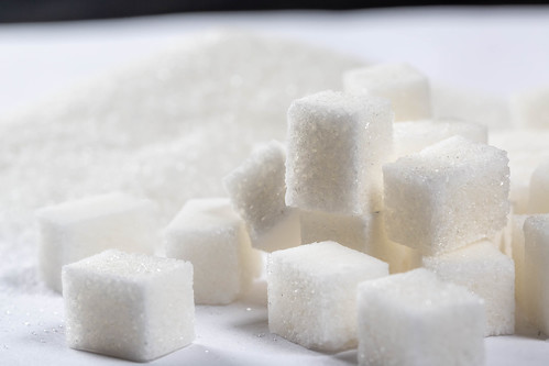 Sugar cubes and granules
