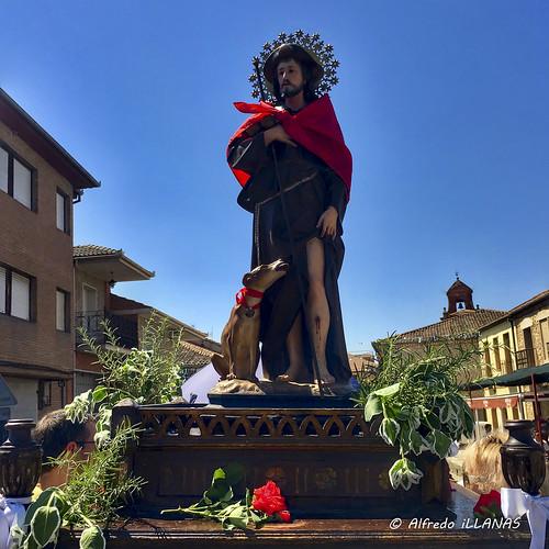 "San Roque en procesión • <a style=""font-size:0.8em;"" href=""http://www.flickr.com/photos/158523641@N04/45289328844/"" target=""_blank"">View on Flickr</a>"