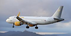 Vueling / Airbus A320-214 / EC-LZN (vic_206) Tags: bcn lebl spotting vueling airbusa320214 eclzn
