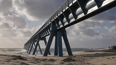 Un grand bol d'air (Nadia (no awards please !)) Tags: wharf plage beach vent wind gironde