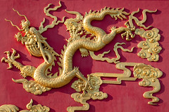 Dragon (josullivan.59) Tags: 2019 artistic asia china hongkong january art color colors day detail evening goldenhour light nicelight outdoor outside red sunsetlight telephoto temple texture travel wallpaper yellow newterritories dragon facade gold 3exp