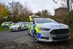 Merry Christmas Everyone (S11 AUN) Tags: cleveland police ford mondeo zetec estate dog section policedogs dsu dogsupportunit incident response 999 emergency vehicle nx68cuh vauxhall astra containment cell cage car kt66xsc volvo v90 d5 roads policing unit rpu traffic demo demonstrator ku18yfh