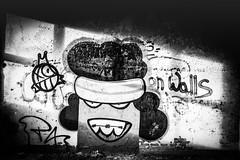 Brace smile (St James Gate) Tags: bracesmile brace baguesdentaires blackandwhite noiretblanc streetart urbex art tag graffiti