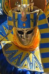 D'azur et d'or (RarOiseau) Tags: hautesavoie annecy masque carnaval or portrait fête événement