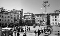 Firenze, piazza S. Croce (Mattia Camellini) Tags: fed2 jupiter8250mm sovietcamera sovietlens analog analogue firenze italy vintagecamera canoscan9000fmarkii id11 ilfordfp4 mattiacamellini piazzasantacroce architecture pellicola rangefinder streetphotography