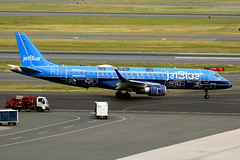 N304JB Boston 16/06/18 (Andy Vass Aviation) Tags: boston blueprint emb190 n304jb jetblue