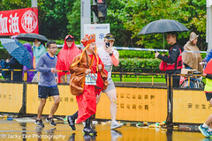 LD4_0380 (晴雨初霽) Tags: shanghai marathon race run sports photography photo nikon d4s dslr camera lens people china weekend november 2018 thousands city downtown town road street daytime rain staff