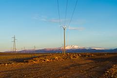 20181114-027 (sulamith.sallmann) Tags: energie landschaft afrika atlas atlasgebirge berge dämmerung energy gebirge kabel marokko morgendämmerung mountains steinwüste strom stromkabel strommast sulamithsallmann