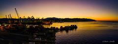 Amanece en la Spezia... (Javier Arcilla) Tags: amanecer mar puerto laspezia italia europa horadorada sombras pentax 1855mm panoramica paisaje