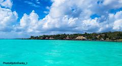 Bakalar Lagoon-Quintana Roo-Mexico (johnfranky_t) Tags: bakalar quintana roo mexico messico johnfranky t samsung s7 capanni lago laguna alberi cocco imbarcazioni barche nuvole azzurro pontiletto attracco