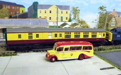 colour matched pair (francis3351) Tags: oogauge diorama 35024 triang