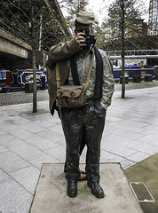 Sean Henry meets the Leica Forum members (Terrycym) Tags: leicameetup london paddington seanhenry littlevenice paddingtoncentral billingham leicam10 grandunioncanal twofigures themeetingplace flickrclickx