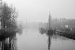 Eemskanaal (rwscholte) Tags: bw shashin blackandwhite lichtzone exhibition exibition nederland groningen rwscholte reinscholte monochrome leica dlux5 mist boat