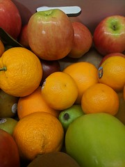 IMG_20181207_082507 (earthdog) Tags: 2018 googlepixel pixel androidapp moblog cameraphone work office food edible fruit orange apple