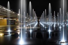 La coulée verte à Nice (tognio62) Tags: jet deau place massena nice nuit immeuble