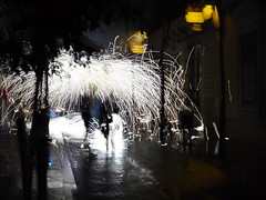 Corre fog (max832) Tags: blur microfourthirds micro43 omd longexposure fire handheld 25mm18 olympus livecomposite streetphotography night autumn november 2018 correfog barcellona