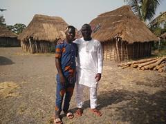 Euloge y el joven de la aldea que nos introdujo allí. Aldea Holi. Benín (escandio) Tags: tribu aldea holi benin2018 benin 2018 benín