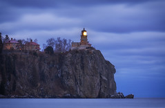 Memorial Lighting 2 - Split Rock Lighthouse State Park, MN (j-rye) Tags: sonyalpha sonya7rm2 ilce7rm2 mirrorless water cliff rock lighthouse lake lakesuperior splitrocklighthousestatepark shore clouds statepark nature