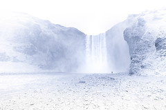 Even falling can be elegant (Sizun Eye) Tags: skógafosswaterfall skógafoss waterfall highkey iceland alone person sizuneye nikon1424mmf28 nikond750 landscape paysage