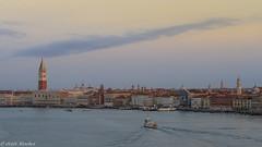 Venecia al amanecer. Venice at sunrise (jesussanchez95) Tags: venecia venice italia italy amanecer sunrise landscape paisaje ciudad city