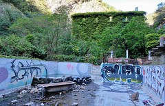 Canaveilles les bains, station thermale abandonnée (thierry llansades) Tags: canaveilles bains thermes conflent montagne rando olette nyer urbex ruine ruines piscine thermal catalogne catalunya cataluna canaveilleslesbains fontpedrouse fontpedrosa piscines