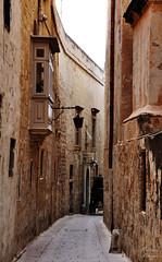 Disappearing (DameBoudicca) Tags: malta malte マルタ mdina street gata strase calle rue strada 道