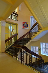 ZickZack (Sockenhummel) Tags: badsegeberg gemeinschaftsschule schule treppe treppenhaus stairway staircase stairwell escaliers fuji xt10 z zickzack geländer architektur architecture