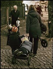 Berliner #909 (.Dirk) Tags: berlin pentaxk5ii pentaxfa5017 smc street people prime reinickendorf