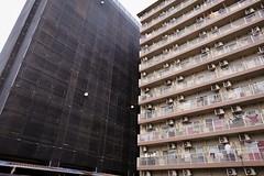 20181116_RX_00317 (NAMARA EXPRESS) Tags: street building construction apartment sheet cover daytime autumn fall cloudy outdoor color mikuni osaka japan sony rx0 dscrx0 carlzeiss tessar t 424 namaraexp