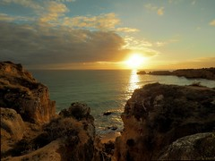 Coelho Sunset (Jon Wayman) Tags: sunset sonnenuntergang algalve coast küste em10 felsen rocks portugal beach strand