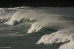 3KA10595a_C_2018-11-18 (Kernowfile) Tags: cornwall cornish stives porthmeorbeach surfing surf waves breakingwaves water sea spray spindrift spume rocks cliffs pentax k3ii