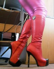 19.11.2018 - 2 (Caitlin Stewels) Tags: shiny desirable provocative sensual sexy wild erotic leggings sexyleggings sexyshinyleggings shinyleggings stretchleggings pinkstretchleggings pink shinypinkleggings pinkshinyleggings pinkleggings boots heels highheels kneeboots platformboots red redboots sexyboots sexykneeboots sexyplatformboots shinyboots sexyredboots light bright sun morningsun shadows standing