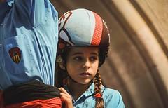 Miradas . (Alex Nebot) Tags: retrat portrait terrassa castellera castells castellers catalunya catalonia tradicions cultura culture nikon sigma d7200 barcelona kid girl canalla