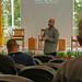 André Viana (Cidades Florestais) recepciona participantes no segundo dia do Seminário Manejar