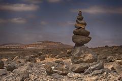 D'autres pierres de Fuerteventura (another Fuerteventura's stones) (Johann.Loth) Tags: paysage landscape empilement pierres stones fuerteventura canaries nuages clouds ciel volcanique aride
