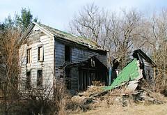 Perishing Farmhouse - Alden, Illinois (Cragin Spring) Tags: farm house abandoned decay farmhouse home mchenrycounty northernillinois alden aldenil aldenillinois rural aldentownship collapse illinois il midwest unitedstates usa unitedstatesofamerica