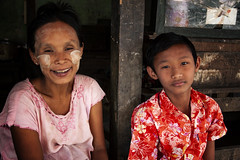 A Burmese Mother & Her Son (El-Branden Brazil) Tags: myanmar burma burmese southeastasia asian asia bagan happyplanet asiafavorites