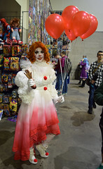 Pennywise cosplay by @walking.goddess.sfx at Rhode Island Comic Con 2018 (FranMoff) Tags: balloons rhodeislandcomiccon flickr cosplay clown cosplayer 2018 walkinggoddesssfx pennywise it