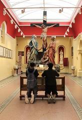ier36 (annelies_visser) Tags: dublin kerkje knielen jezus kruis