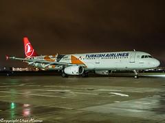 Turkish Airlines TC-JRO HAJ at Night (U. Heinze) Tags: aircraft airlines airways airplane planespotting plane flugzeug night nightshot haj hannoverlangenhagenairporthaj eddv olympus omd