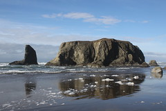 Islands against a blue sky (rozoneill) Tags: bandon beach face rock coquille point river devils kitchen oregon coast trail hiking