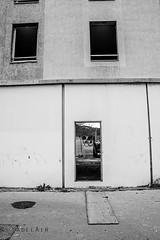 Alès Pres st jean-8612 (YadelAir) Tags: alès immeuble destruction pelleteuse débris démolition rue noiretblanc habitat hlm