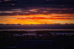 Nordic Sunrise (gutipictures) Tags: suomi finland espoo sunrise amanecer finlandia sun sol nubes cielo sky orange colors colores dslr clouds city ciudad tapiola nikon nikkor 24mm