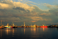Light is leaving, storm is coming to the harbour. (lukasz.soszynski) Tags: darkness ships ship baltic sea storm color cloud reflection władysławowo sky seascape light canon 600d harbour balticsea canon600d